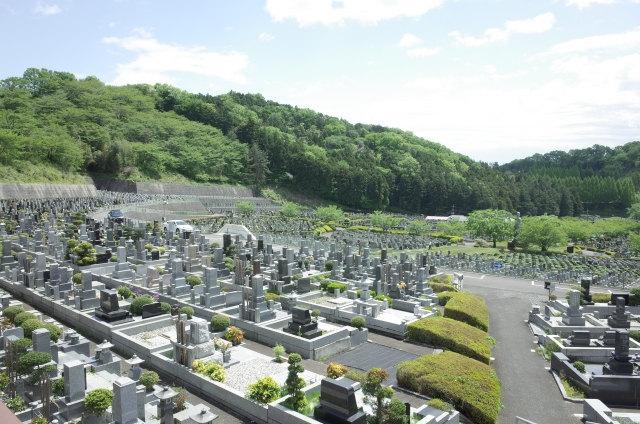 八柱霊園で墓石を建てるなら【松戸家】へご相談ください。都立霊園への申し込み方法と注意点を事前に確認しておくことが大切です。霊園の見学や墓石の価格のご相談など、お気軽にお問い合せください。お電話または、メール、お問い合わせフォームよりご連絡いただけます。八柱霊園のイメージ画像