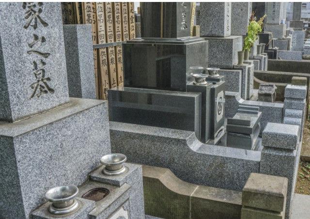 整然と並んだ墓石